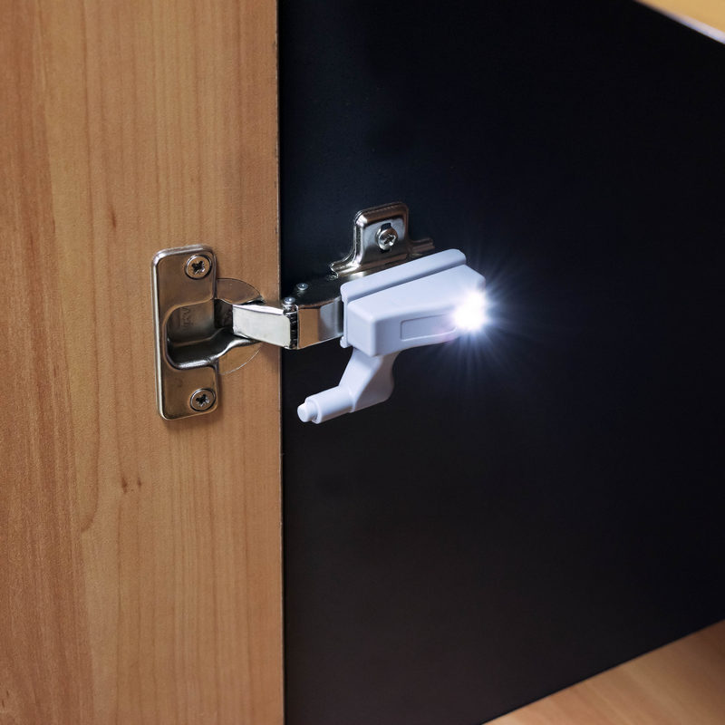 Luz led para bisagras herrajes diagonal - Ajustar puertas armario ...
